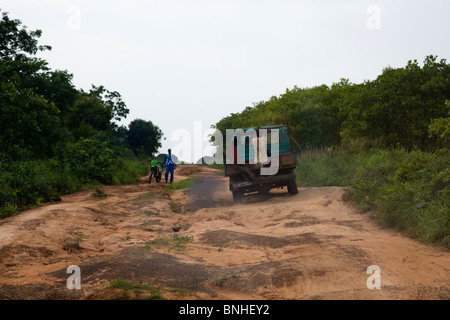 Truck negotiating a rural dirt road in the Gonja Triangle, Damango district, of Northwest Ghana. - Stock Image