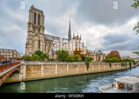 Notre Dame Cathedral and the Seine River on a cloudy day in early autumn on the ile de la cite, Paris France - Stock Image