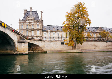 Paris (France) - The river Seine, the Louvre and the Carrousel bridge - Stock Image