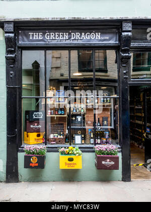 The Green Dragon a small shop in Whitby selling craft beer Real Ales and cider - Stock Image
