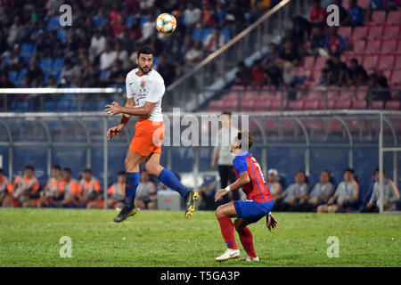 Johor Bahru, Malaysia. 24th Apr, 2019. Graziano Pelle (L) of Shandong Luneng competes during AFC Champions League group match between Johor Darul Ta'zim and Shandong Luneng FC in Johor Bahru, Malaysia, April 24, 2019. Credit: Chong Voon Chung/Xinhua/Alamy Live News - Stock Image