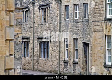 Charismatic local housing built from Cotswold limestone in Cirencester's Coxwell Street. - Stock Image