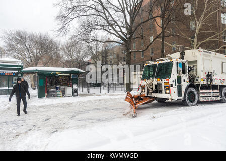 New York, USA. 4th Jan, 2018. New Yorkers trudge through the first snowstorm of  2018. The unusual storm, called - Stock Image
