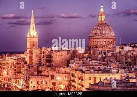 Valletta, Malta: aerial view from city walls at night - Stock Image