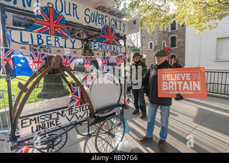 London, UK.  9th January 2019. Protests by stop Brexit group SODEM (Stand of Defiance European Movement) and pro-Brexit campaigners continue opposite Parliament. Most Brexiteers had come to support Brexit rather than cause trouble and some had brought a cart with two large bells and a big drum to make a considerable noise. Police still seemed reluctant to act against possible breaches of public order when SODEM protesters were harassed, but there were few if any MPs to be seen. Credit: Peter Marshall/Alamy Live News - Stock Image
