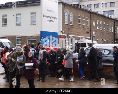 Lewisham, UK. 10th February, 2016. British Medical Association Junior doctors begin second 24-hour strike over contract. - Stock Image