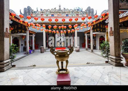 Inner Courtyard, Chan See Shue Yuen Chinese Clan House, Kuala Lumpur, Malaysia. - Stock Image