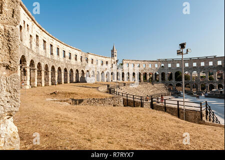 Pula, Istria, Croatia. The Pula Arena, a Roman amphitheatre built between 27BC - 68AD. One of the six largest surviving arenas. - Stock Image