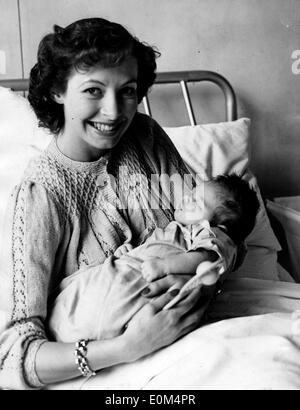 Aug 07, 1953 - London, England, UK - (File Photo) British tennis player LINDA CORNELL, wife of Australian player Peter Cawthorn, and their newborn daughter Trudy Ann at St. Helier Hospital, Carshalton. - Stock Image