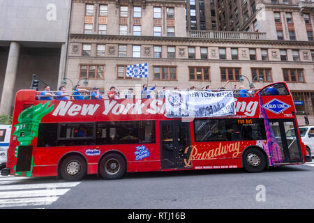 Chelsea supporters in a New York sightseeing bus outside the Grand Central Terminal, Manhattan, New York, USA - Stock Image