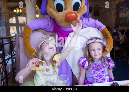 Sisters aged 3 and 4 years old, meet Perla at Auberge de Cendrillon, Disneyland Paris. - Stock Image