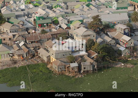 Arial view of the Korail slum in Dhaka, Bangladesh, January 31, 2019. © Rehman Asad / Alamy Stock Photo - Stock Image