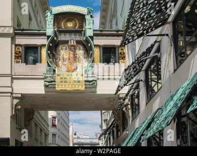 The Ankeruhr (Anchor clock), an Art Noveau mechanical clock built in 1914, that forms a bridge between two buildings, Hoher Markt, Vienna, Austria. - Stock Image