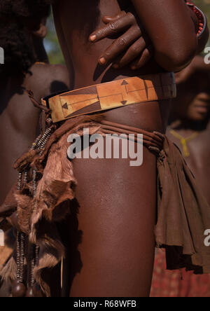 Traditional clothes of a Himba tribe woman, Cunene Province, Oncocua, Angola - Stock Image