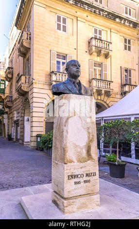 Bronze bust of Enrico Mizzi, 1885-1950, founder and leader of the Nationalist Party - Valletta, Malta. - Stock Image