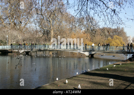 The Bridge Over the Lake in St James Park - Stock Image