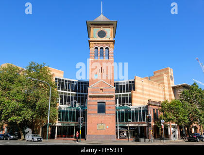 UTS (University of Technology, Sydney) Haymarket Campus - university library and clock tower. Quay Street, Ultimo. - Stock Image