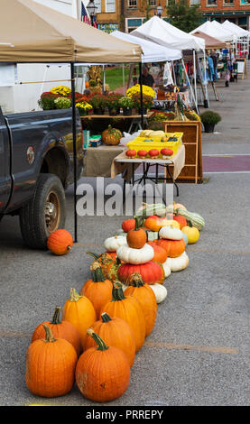 JONESBOROUGH, TN, USA-9/29/18: Pumpkins displayed in parking lot at Farmers' Market. - Stock Image