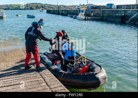 Schull, West Cork, Ireland. 18th Oct, 2018. Members of the National Parks and Wildlife Service board their RIB to spend a day counting seals and their pups around the islands near Schull as part of the Irish Government's conservation policy. The day will be dry and bright with sunny spells and temperatures of 11 to 14°C. Credit: Andy Gibson/Alamy Live News. - Stock Image