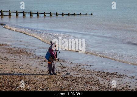 Man using metal detector on pebble beach, Littlehampton, West Sussex - Stock Image
