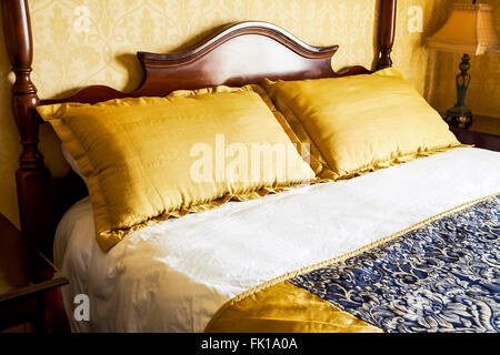 Hotel room bed and pillows - Stock Image