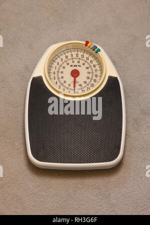 A vintage retro mechanical bathroom scales made by EKS - Stock Image