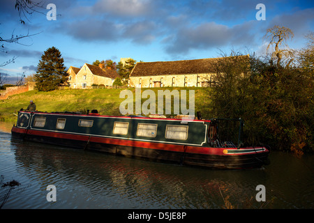 Rural scene on the banks of the Oxford Canal UPPER HEYFORD  Oxfordshire Oxon England canal canals scene  narrowboat - Stock Image