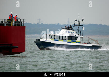 Hampshire,Isle of Wight,Police Constabulary,patrol,boat,active,Commander,patrolling,The Solent, Boarder Force,Customs,immigration,drugs,smuggling, sea - Stock Image