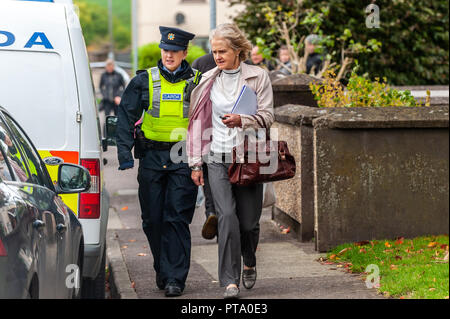 Macroom, West Cork, Ireland. 8th Oct, 2018. Assistant State Pathologist, Dr. Margaret Bolster leaves Dan Corkery Place after examining the body of the murder victim who has been named locally as 44 year old Timmy Foley. Credit: Andy Gibson/Alamy Live News. Credit: Andy Gibson/Alamy Live News - Stock Image