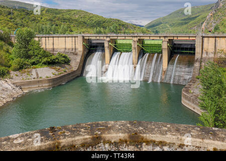 Penarrubia Reservoir, on the Sil River, on the border of the province of Orense, Galicia, and the province of Leon, Castile and Leon, Spain. - Stock Image