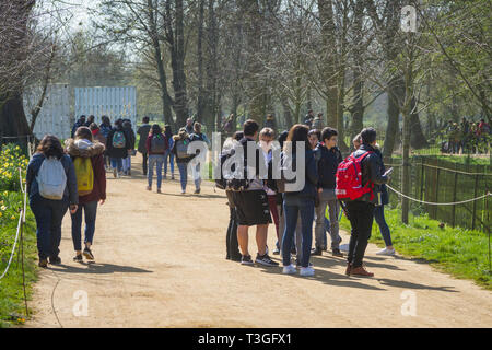 A large party of French schoolchildren in Christ Church Meadow, Oxford - Stock Image