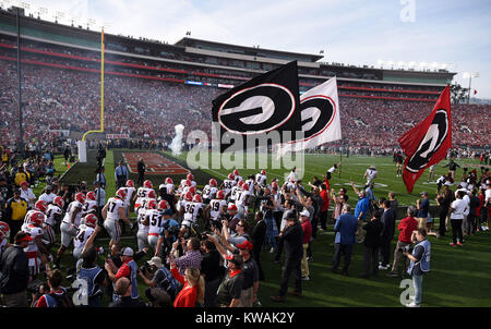 Pasadena, California, USA. 01st Jan, 2018. Georgia players take the field during the 2018 Rose Bowl semi-final game - Stock Image