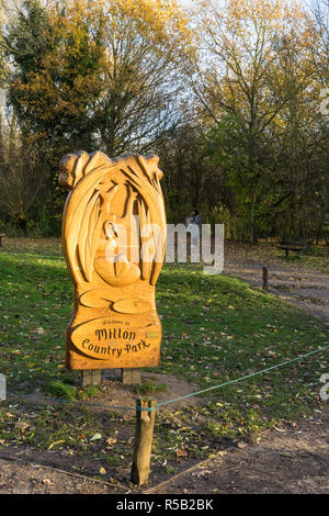 Milton Country Park carved wooden welcome sign - Stock Image