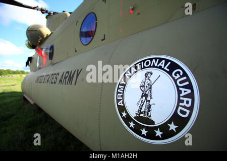 A CH-47F Chinook from Bravo Company, 1st Battalion, 126th Aviation Regiment, in Stockton, California, returns from - Stock Image