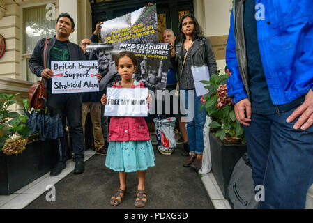London, UK. 10th August 2018. A young girl holds a poster 'Free My Nana' (Grandad) at the entrance to the Bangladesh High Commission in London. Campaigners including a number of his relatives and several well-known photographers, called for the immediate release of Shahidul Alam, seized from his house by police on Sunday shortly after he gave an interview to Al Jazeera over Skype on the road safety protests in Bangladesh. Arrested for making comments which criticised the government, he was badly beaten before appearing in court, where a judge ordered him to be taken to hospital, but he was tak - Stock Image