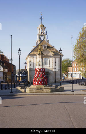 Brackley Town Hall and War memorial, Northamptonshire. - Stock Image