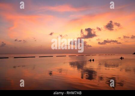 Maldives sunset - Dramatic colourful sunset over Rasdhoo atoll, the Maldives, Asia - Stock Image