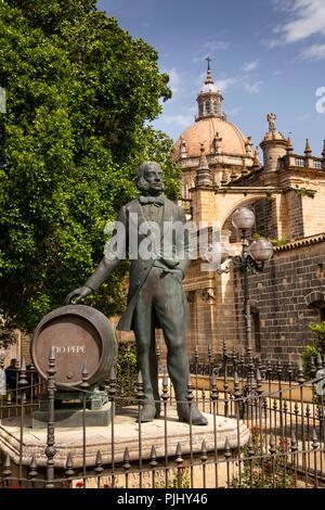 Spain, Jerez de La Frontera, Calle Manuel Maria Gonzalez, Tio Pepe statue beside cathedral - Stock Image