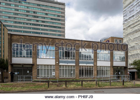 Job Centre Plus (Closed), Dinwall Road, Croydon - Stock Image