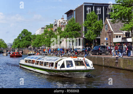 Tourist cruise boats on Prinsengracht canal in Amsterdam, Netherlands - Stock Image