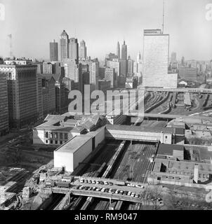 Aerial view looking north over the Art Institute up Michigan Avenue to the north side of Chicago, ca. 1960. - Stock Image