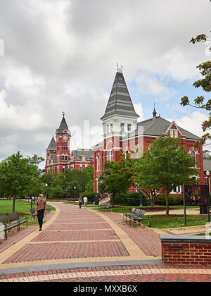 Auburn University a college campus in the USA, showing Hargis Hall and Samford Hall and students walking, Auburn Alabama, USA. - Stock Image