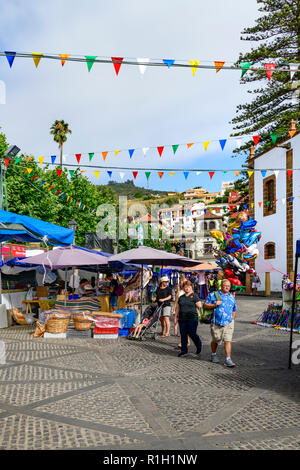 Locals and tourists mix in the maket at Teror, Gran Canaria, Canary Islands - Stock Image