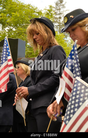 Merrick, New York, U.S. - May 26, 2014 - R-L, DEBRA BERNHARDT and MARGARET BIEGELMAN, members of the Merrick American Legion Auxiliary Post 1282, participate in The Merrick Memorial Day Parade and Ceremony. They bowed their heads during a Moment of Silence, for those who died in war while serving in the United States military. Credit:  Ann E Parry/Alamy Live News - Stock Image