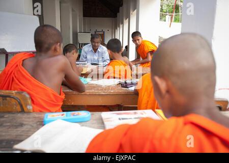 BUDDHIST MONKS STUDYING AT TEMPLE SCHOOL NEAR UNAWATUNA - Stock Image