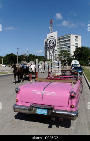 Placa de la Revolucion Square, Oldtimer Taxi, Havanna, Cuba, Caribbean - Stock Image