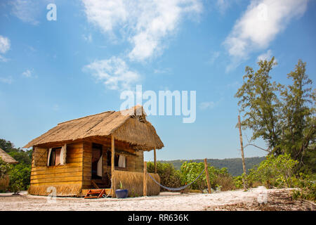 Luxury wood and bamboo constructed beach hut on white sand paradise beach location. - Stock Image