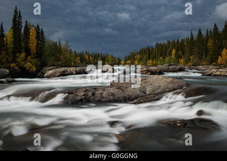 River rapids flowing near STF Kvikkjokk Fjällstation, Kungsleden trail, Lapland, Sweden - Stock Image