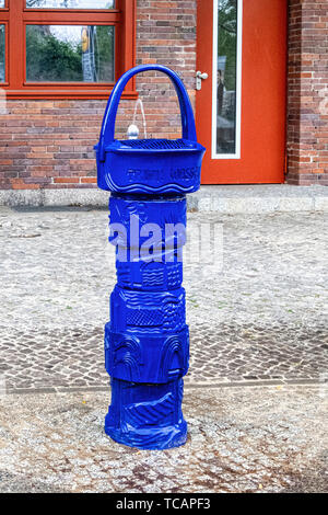 Old blue water fountain outside Ruhleben U-Bahn station - Stock Image