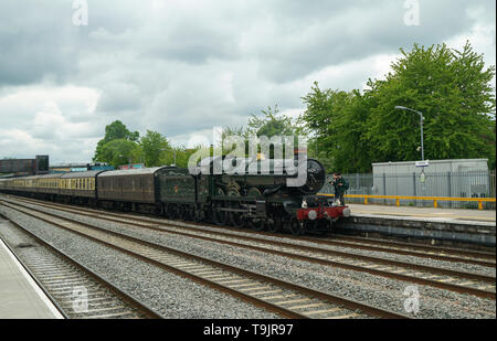 Clun Castle Locomotive at Oxford Station -1 - Stock Image